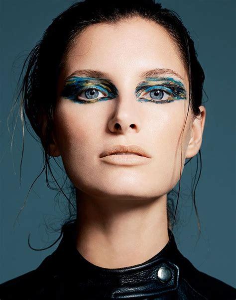 Eyeshadow Dan Eyeliner kombinasi 3 warna eyeshadow ala runway untuk makeup harian