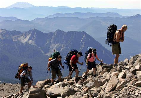 Naik Gunung tips dan persiapan olahraga mendaki gunung naik gunung