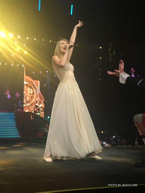 taylor swift tour philippines in photos taylor swift s fabulous red manila concert