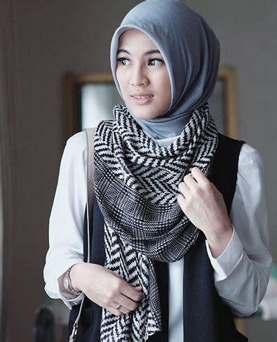 tutorial jilbab alyssa soebandono jilbab modern dan simpel ala alyssa soebandono
