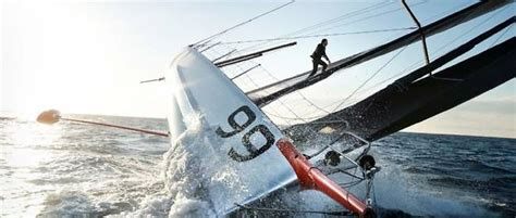 pluis zeilboot vid 201 o voile il a march 233 au dessus de l eau le point