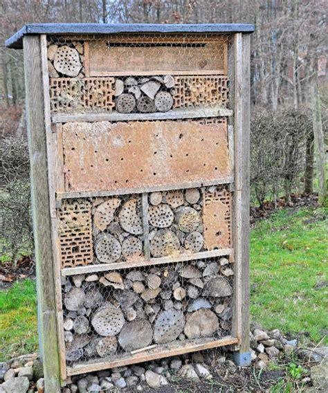 wildbienenhotel bauen anleitung bienenhotel selber bauen tipps zum selberbauen fona