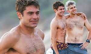 lincoln palomeque desnudo zac efron shows off his abs with we are your friends