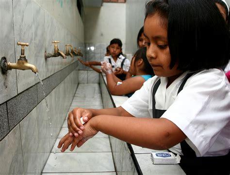 imagenes niños lavandose las manos salud era informativa
