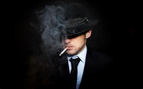 imagenes de joker fumando un hombre fumando un cigarro hd 2880x1800 imagenes