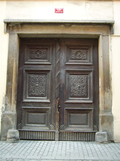 A Door For File Door In Downtown Maribor Jpg Wikimedia Commons