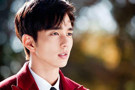 film terbaru yoo seung ho first remember stills of yoo seung ho couch kimchi