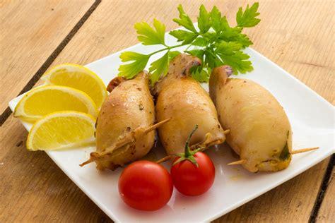 cucinare le seppie seppie ripiene al forno ricetta e consigli su come prepararle