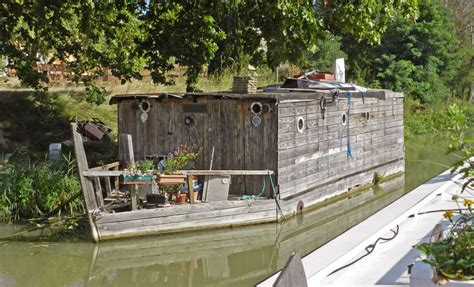 Handmade Houseboats - august 2012 amarok on the midi pg 1