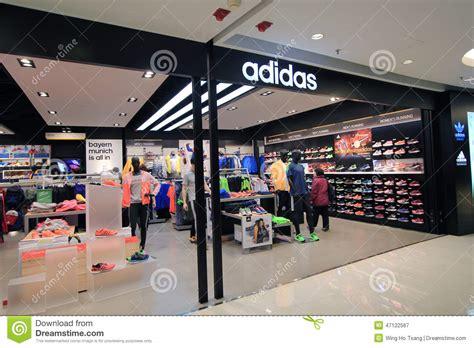 chs sports shoe store adidas winkel in hongkong redactionele fotografie