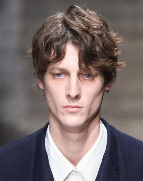 slightly curly man hair how to get curly hair for men 5 ways to nail the trend