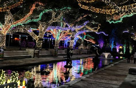 Things To Do With The Kids Thanksgiving Week In Houston Houston Zoo Lights Prices
