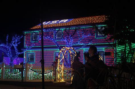christmas lights that shine on house stamford home shines on abc s christmas light fight