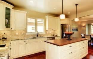 Kitchen Colors With Cream Cabinets by How To Create Finest Aesthetic Of Cream Kitchen Cabinets