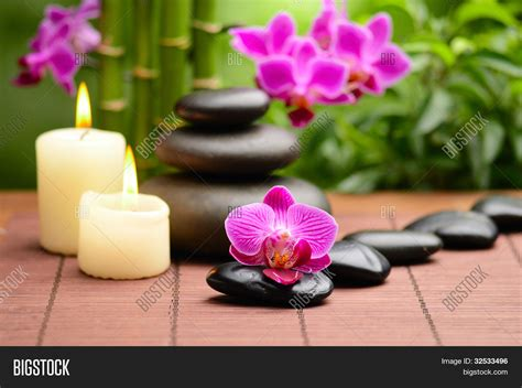 imagenes zen con velas zen basalt stones and bamboo on the wood stock photo