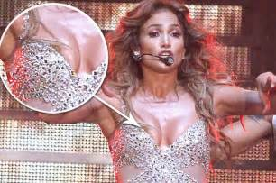 pictures suffers wardrobe malfunction jlo