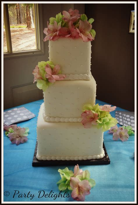 custom wedding cakes custom wedding cakes