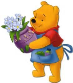 imagenes de winnie pooh con flores winnie pooh con delantal cargando una maceta con flores