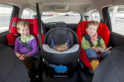 Bmw 2er Drei Kindersitze by Adac In Diese Autos Passen Drei Kindersitze