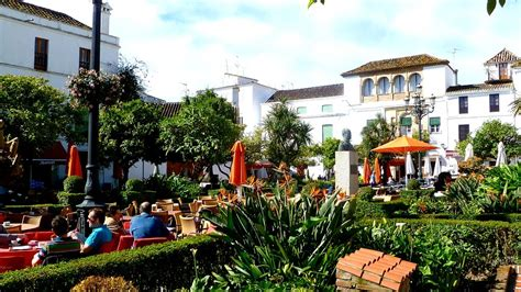 Marbela Square plaza de los naranjos marbella town