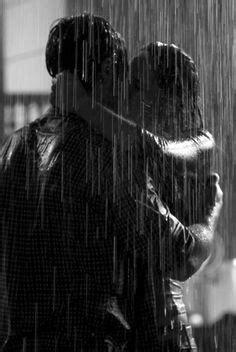 Piel con Piel ©: Bajo la lluvia