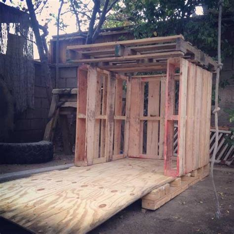 Diy Outdoor Tiny Pallet Playhouse Pallet Furniture Plans Simple Cubby House Plans