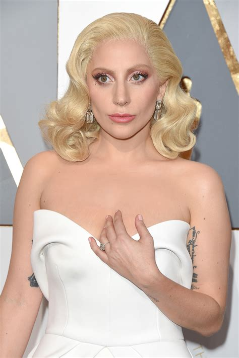 Real Hair Styler by Gaga S Hairstyle At 2016 Oscars Pret A Reporter