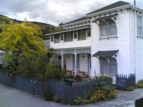 File:Amber House, Nelson, New Zealand, 2005 11 16T01 33Z