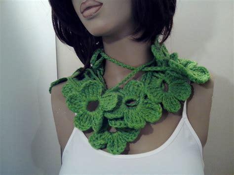 sciarpa con fiori all uncinetto sciarpa collana scaldacollo fiori fatta a mano a uncinetto