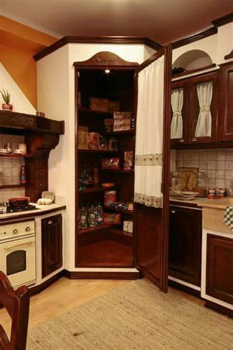 dispensa in cucina oltre 25 fantastiche idee su dispensa ad angolo su
