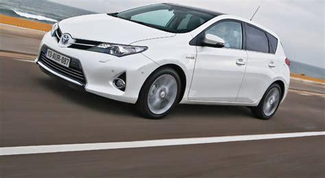 prova al volante al volante prova toyota auris hybrid galleria di automobili