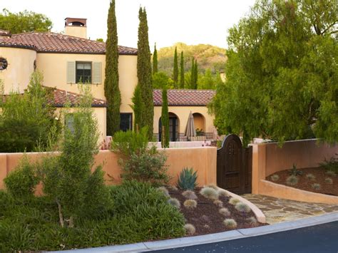 heidi klum villa 5633 entrance courtyard design with shed roof entry