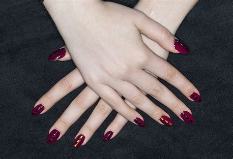Artificial Nails by Artificial Nails