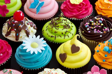 Cupcake Decorations by Decorating Cupcakes With Flower Shape Fondant Cake Images