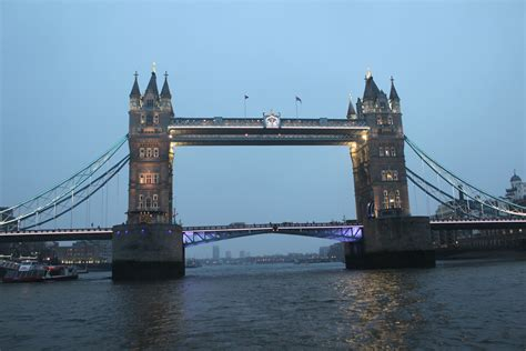 thames river boats tower of london boat down the river thames night in london london in