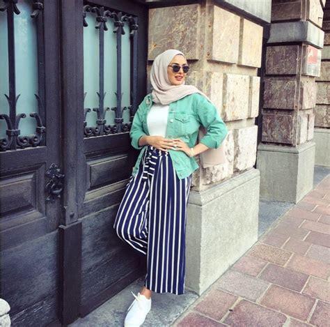 26937 Stripe Blouse Blouse Garis Hitam Putih Cokelat inspirasi padu padan pakaian dengan celana kulot untuk para hijabers spice