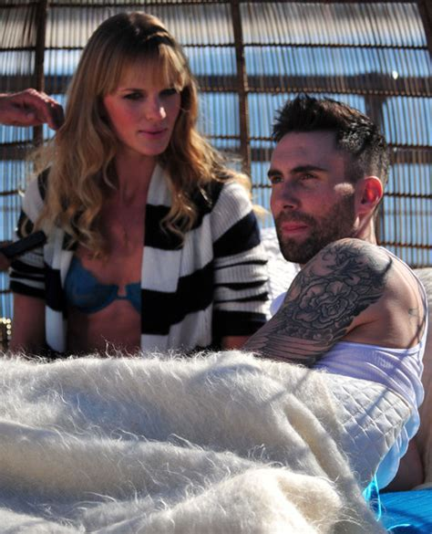 never gonna leave this bed chords adam levine in adam levine and anne vyalitsyna filming a