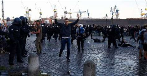 consolato italiano amburgo scontri al g20 di amburgo 16 italiani fermati 6 rinviati