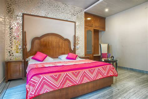 Central Deluxe 100 X 200 Mattress Only Hijau deluxe room 2 home stay bed breakfasts for rent in jaipur