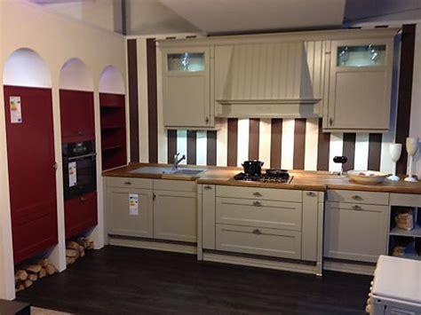 küchengestaltung landhaus landhaus charme einbauk 252 che f 252 r kleine r 228 ume