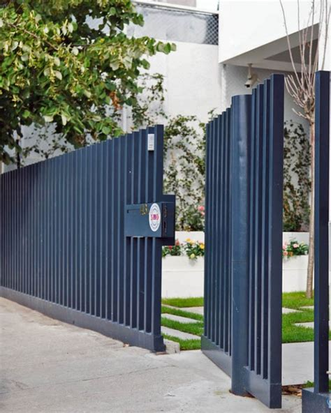 modern fence designs   modern home irooniecom
