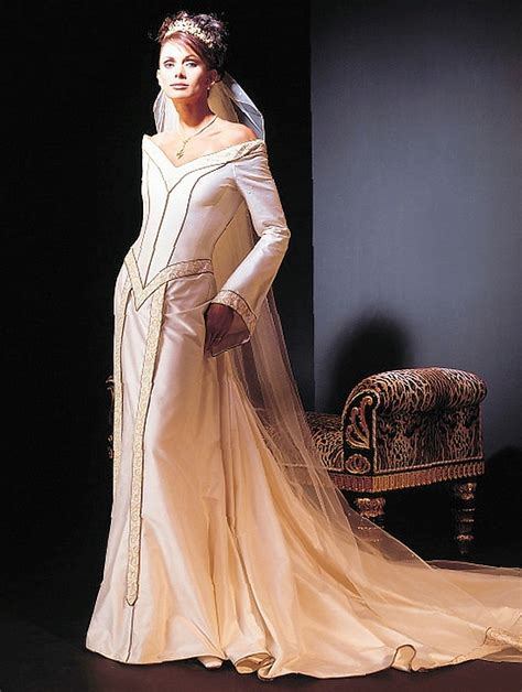 Renaissance Style Wedding Dresses by A Classic Look With Renaissance Wedding Dresses Styles