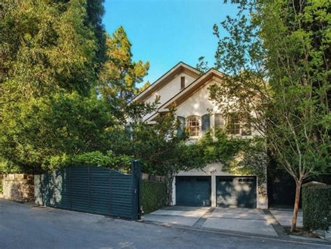 jessica simpson house jennifer lawrence buys jessica simpson s beverly hills house