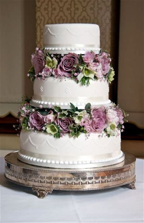 Diy Spring Home Decor 21 wedding cakes with flowers between the tiers