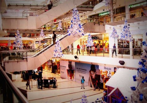 Paint the Town Blue this Christmas at Oberoi Mall ...
