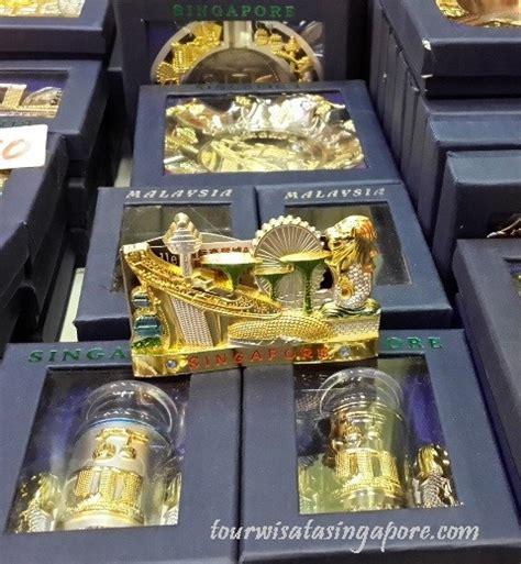Oleh Oleh Dari Singapore Berupa Gantungan Kunci 2 oleh oleh singapore apa saja dijual di chinatown lihat fotonya tour wisata singapore