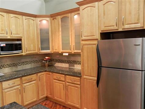 maple finish kitchen cabinets kitchen maple cabinets brookfield maple cathedral