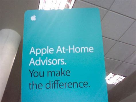 apple pushing its at home advisor program to college students