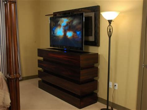 tv  bedroom rises   contemporary le bloc
