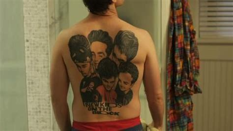 andy samberg tattoos snl s andy samberg rocking out a new back